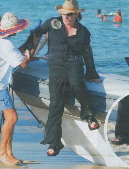 Bono, dressed up like a car crash? - Pagina 6 Bono1138